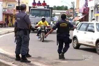 Em Codó, é comum encontrar condutores de veículos sem carteira de habilitação - Nossa equipe flagrou adolescentes trabalhando como mototaxistas.