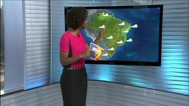 Confira a previsão do tempo para todo o Brasil nesta segunda-feira (31) - A previsão é de chuva entre o leste de SC, o nordeste do PR e o sul de SP. Do leste do ES ao litoral da PB a previsão é de chuva passageira. O tempo deve ficar bom apenas nos extremos do país.