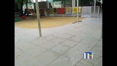 Chuva alaga creche e deixa 838 alunos sem aula em São José dos Campos, SP - Aulas foram suspensas nesta segunda-feira (31) após inundação no prédio. Mesmo sem condições, creche recebeu cerca de 64 crianças na zona sul.