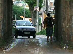 Túnel estreito atrapalha o trânsito em bairro de Campo Limpo Paulista - Um túnel estreito onde pedestres, carros e até micro-ônibus, se espremem no mesmo espaço tem incomodado moradores do bairro Botujuru, em Jundiaí.
