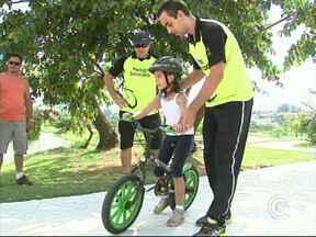 Sorocaba tem escola para ensinar a andar de bicicleta - A cidade de Sorocaba conta com um escola para ensinar a pedalar. Cada vez mais os moradores têm andando de bicicleta e utilizado as ciclovias da cidade.