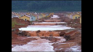 Chuva transforma avenidas em rios e alaga casas - Mais uma vez obra do 'Minha Casa, Minha Vida' é atingida.