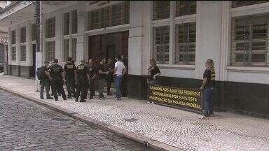 Policiais federais fazem protesto por melhores salários após operação - Agentes afirmam que estão há sete anos sem reposição da inflação. PF prendeu 23 pessoas e apreendeu 3,7 toneladas de cocaína.