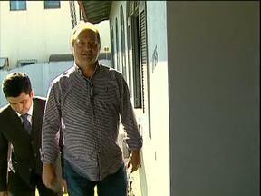 Paulo Bebber aparece para prestar depoimento no MP - O vereador é acusado de negociar propina para aprovar um projeto de lei na câmara de Cascavel. Foi a primeira vez que o vereador apareceu depois da polêmica, mas ficou calado.