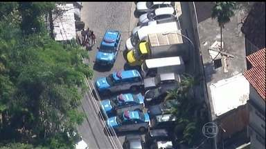 Policiais e bandidos entram em confronto em comunidade pacificada do Rio - O confronto aconteceu no Morro do Cantagalo, em Ipanema. Os PMs atiraram bombas de efeito moral e se posicionaram em pontos estratégicos da favela. A polícia ainda investiga de onde partiu os tiros que feriram dois moradores.