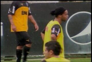 Esporte: Atlético e Cruzeiro começam a disputar fase de classificação na Libertadores - Galo aposta na dupla Ronaldinho e Guilherme e o Cruzeiro aposta em Ricardo Goulart.