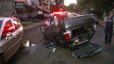 Dois acidentes mobilizam bombeiros em Foz - Em um deles, uma motorista passou mal e capotou o carro