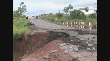 Na BR 364 próximo a Cacoal, estragos na rodovia só aumentam - DNIT ainda não tem prazo pra iniciar os trabalhos de recuperação.