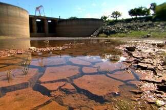 Autossuficiência de água na região metropolitana de São Paulo está ameaçada - A maior seca da história levou o sistema Cantareira à beira do colapso. Estiagem mostrou que sem as obras necessárias, abastecimento de água em São Paulo não é sustentável.