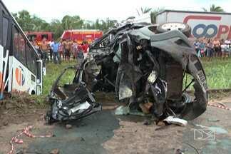 Acidentes provocam duas mortes na BR-135 - Duas pessoas morreram e pelo menos oito ficaram feridas em dois acidentes hoje à tarde, no quilômetro 20 da rodovia, no distrito industrial de São Luís.