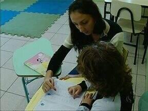 Crianças autistas precisam de muita atenção da família e de profissionais especializados - No Dia Internacional de Conscientização do Autismo, você vai conhecer a história de famílias que se dedicam para melhorar a qualidade de vida dos filhos com o transtorno.