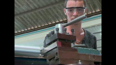 Criação do Distrito Industrial em Barbacena impulsiona capacitação - Implantação do Distrito Industrial oferece cerca de 800 vagas de trabalho. Alunos de cursos profissionalizantes investem nos estudos.