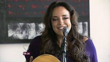 Ana Carolina: 'Viver com intensidade faz com que a gente tenha sentimentos mais fortes' - Para a cantora a música a ajuda a nomear as sensações