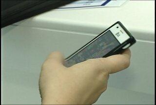 Troca de aparelhos celulares é bastante comum entre a população, Santa Maria, RS - É preciso ter cuidado com o descarte correto dos aparelhos. Em Santa Maria, algumas lojas compram e vendem os celulares.