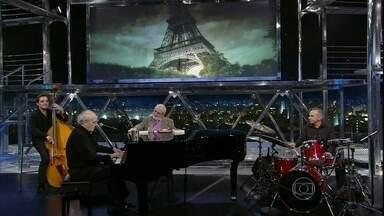 """Michel Legrand apresenta uma versão inusitada do tema de """"Os guarda-chuvas do amor"""" - Com mistura de ritmos, maestro francês surpreende platéia do Programa do Jô"""