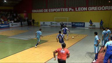 Com Max no gol, Itaporanga vence Capela e fica perto da final da CTVSE - Machucado, goleiro Rogério não joga, substituto de 17 anos não decepciona, pega tiro livre e é destaque. Capelenses precisam de quatro gols na partida de volta