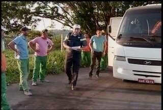 Agentes do DER intensificam fiscalização em vans en taxis - Objetivo é impedir transporte irregular entre municípios.