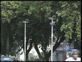 Araçatuba vai ganhar 10 radares estáticos para prevenir acidentes de trânsito - A Secretaria de Mobilidade Urbana de Araçatuba (SP) anunciou que a cidade vai ter 10 novos pontos de radares estáticos a partir de segunda-feira (14). Atualmente, apenas um aparelho está em funcionamento.