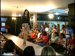 Shopping de Divinópolis mostra tendências em desfile - Modelos continuaram a circular com looks das lojas depois de deixar as passarelas.