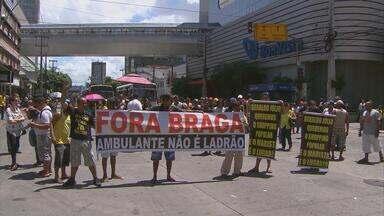 Ambulantes fizeram dois protestos no Recife nesta quarta - O trânsito ficou complicado em duas das mais movimentadas avenidas da cidade, a Conde da Boa Vista e a Caxangá.