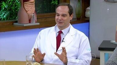 Vários tipos de câncer podem causar depressão - O oncologista Paulo Hoff explica que alguns tipos de tumor podem provocar a depressão química. Porém, ele explica que não há evidência de que a depressão cause o câncer. O ginecologista José Bento diz que as mulheres são mais susceptíveis à depressão