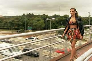 Agencia de publicidade faz campanha de incentivo a uso da faixa de pedestres - Modelos desfilaram para chamaram a atenção para o risco que os pedestres correm todos os dias no trânsito complicado de São Paulo. A campanha visa conscientizar as pessoas a usarem as passarelas para atravessar a rua.