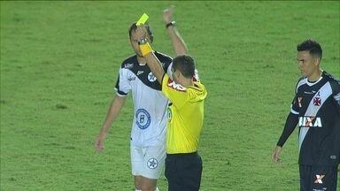 Que isso! Juiz se atrapalha, expulsa jogador erradamente e volta atrás na Copa do Brasil - Que isso! Juiz se atrapalha, expulsa jogador erradamente e volta atrás na Copa do Brasil