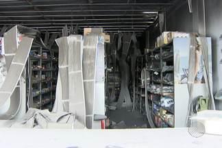 Assaltantes colocam fogo em loja de produtos para motores a diesel na Cidade Baixa - Eles incendiaram o local por não encontrarem dinheiro no caixa.