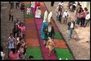 Católicos celebraram o Domingo de Páscoa com a procissão da ressurreição em Ouro Preto - Moradores da cidade interpretaram personagens bíblicos.