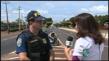 Duas pessoas são presas depois de tentar subornar policiais rodoviários federais - Movimento nas estradas da região de Maringá já começou a aumentar