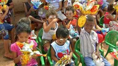 Voluntários doam ovos de Páscoa para crianças de Campo Grande - O domingo foi de muita festa para crianças de alguns bairros da capital