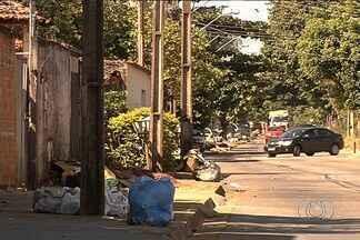 Normalização da coleta de lixo só deve acontecer em junho, diz Comurg - Moradores de vários bairros de Goiânia enfrentam há meses problemas na coleta de lixo.
