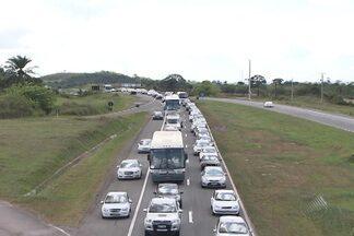 Trânsito na BR-324 foi lento na manhã desta segunda (21) - O engarrafamento chegou a 20 quilômetros.