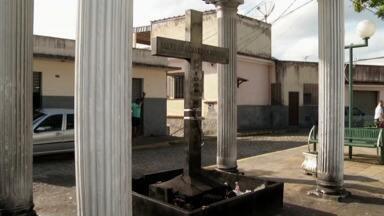 Polícia prende suspeito de retirar ossos do cemitério de Barra do Piraí, RJ - Depois da perícia foi comprovado que a ossada era humana. Suspeito foi indiciado e vai responder em liberdade, diz polícia.