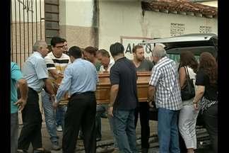 Casal é morto durante assalto em Salinas - Assaltantes invadiram casa em Salinas e vítima tentou reagir, mas foi esfaqueada.