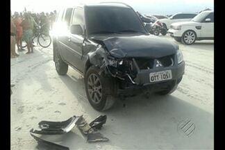 Mulher perde parte da perna após acidente em praia de Salinas - Casal estava em quadriciclo e se envolveu em acidente com carro na praia do Ataiala, em Salinas. Mulher teve parte da perna amputada.