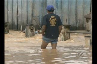 Forte chuva provoca alagamentos em Tucuruí - Três bairros foram afetados por enchentes após a forte chuva que atingiu Tucuruí nesta madrugada.