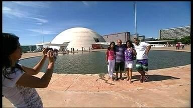 Moradores parabenizam Brasília pelos 54 anos - Os brasilienses se derramaram em declarações de amor nesta segunda-feira (21).