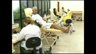 Voluntários passam o feriado doando sangue - A ação de uma igreja evangélica mobilizou doadores para o hemocentro de Santarém