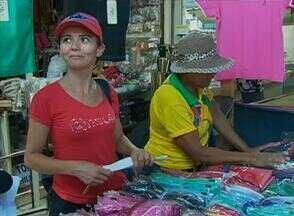 Movimentação foi considerada pequena na Feira da Sulanca de Caruaru - De acordo com feirantes, neste Dia de Tiradentes foram registradas mais vendas no varejo que no atacado.