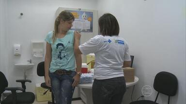 Postos de saúde abrem no estado para Dia D da campanha contra a gripe - Recife conta com 74 unidades volantes para imunização.