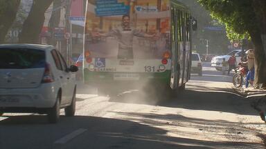 No Recife, obra na Avenida João de Barros prejudica moradores e comerciantes - Nos horários de maior movimento, os engarrafamentos são inevitáveis.