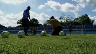 Conheça o cotidiano de goleiros de Barra Mansa e Volta Redonda, no sul do Rio - Saiba porque esses atletas resolveram seguir carreira em uma posição considerada ingrata.