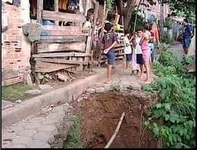Blitz do MG: Moradores de Fabriciano denunciam uma cratera no meio da rua - Rua fica no bairro Caladinho de Cima.