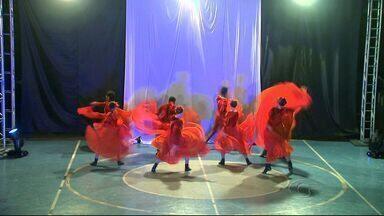 8ª Mostra de Dança movimenta São Miguel dos Campos neste fim de semana - Coreógrafos, bailarinos e dançarinos de vários grupos de Alagoas apresentam um pouco da cultura e história das cidades em uma mistura de balé, hip-hop e música eletrônica.
