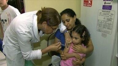 Cerca de 1,5 milhão de pessoas são vacinadas contra a gripe em SP - Neste sábado (26), aconteceu o Dia D da campanha de vacinação contra a gripe A. A faixa de idade das crianças que devem tomar a vacina aumentou.