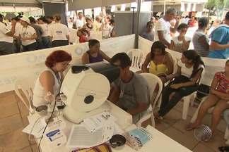 Ação Global atende população de graça em Salvador - Foram oferecidos serviços de cidadania, saúde e diversão. Projeto é uma parceria do Sesi, TV Bahia e Rede Globo.