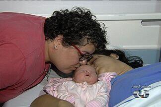 Nasce bebê que terá os nomes das duas mães na certidão de nascimento, em Goiânia - A criança é filha da professora Thaíse Prudente e da assistente administrativa Michelle Almeida Generozo, que se casaram em 2012.