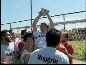 Jovem atleta amador é destaque no Fantástico no quadro 'Bola Murcha' - Mateus Franciscon, morador de Prudente, acabou fazendo um gol contra.