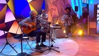 """Gilberto Gil canta """"Você e Eu"""" na estreia do novo Fantástico - Gilberto Gil canta sucessos no programa de estreia do novo Fantástico"""